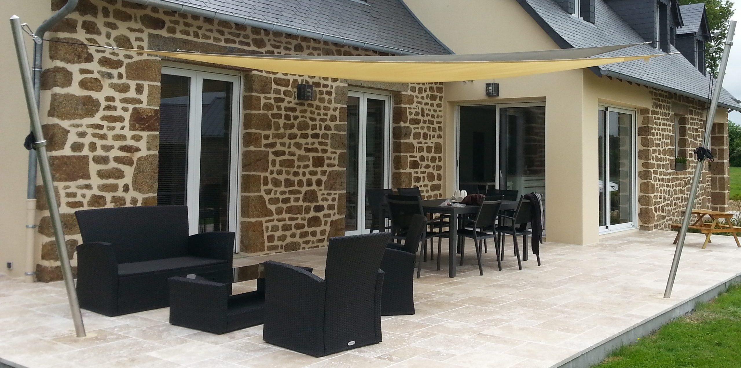 terrasse pierres naturelles toiles d'ombrage brochard paysage lassay les chateaux