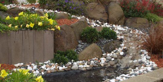 rivière de galets rocaille galets vivaces brochard paysage chailland